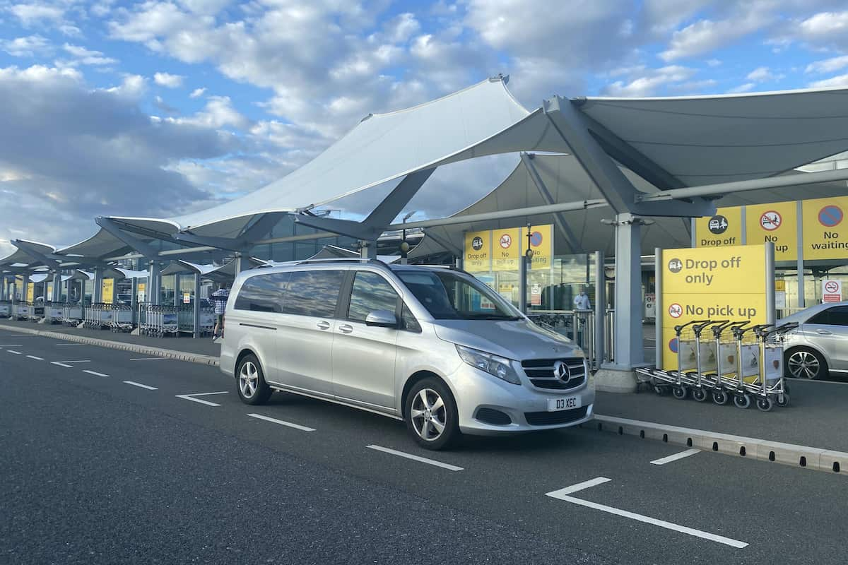 Mercedes V Class Minibus transferring holidaymakers to Heathrow Airport